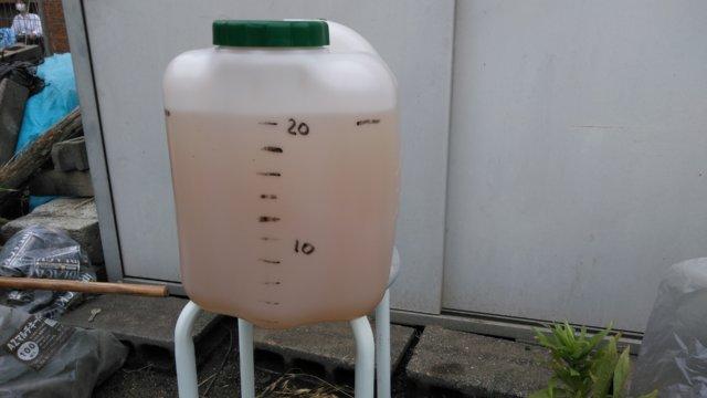 納豆菌強化えひめAIを原液で10リットル散布する